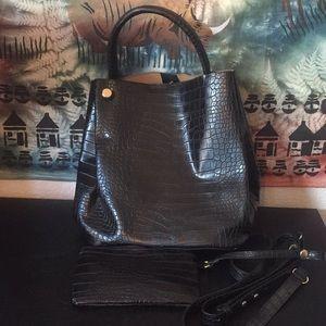 EUC Who What Wear faux snakeskin bag